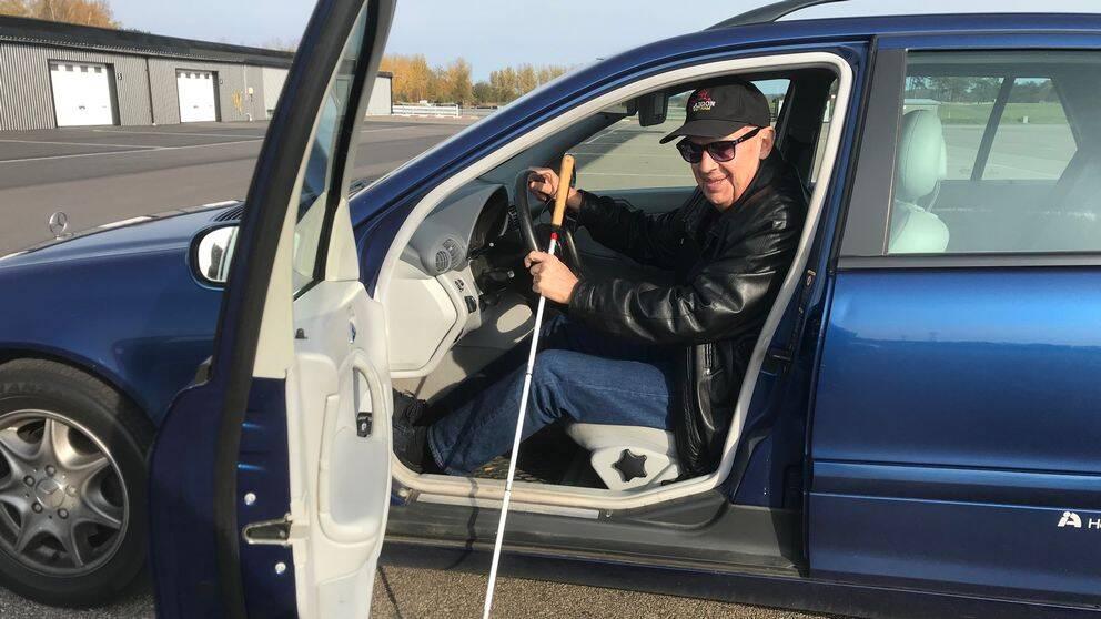 Det är andra gången i livet som Stellan Andersson kör bil.