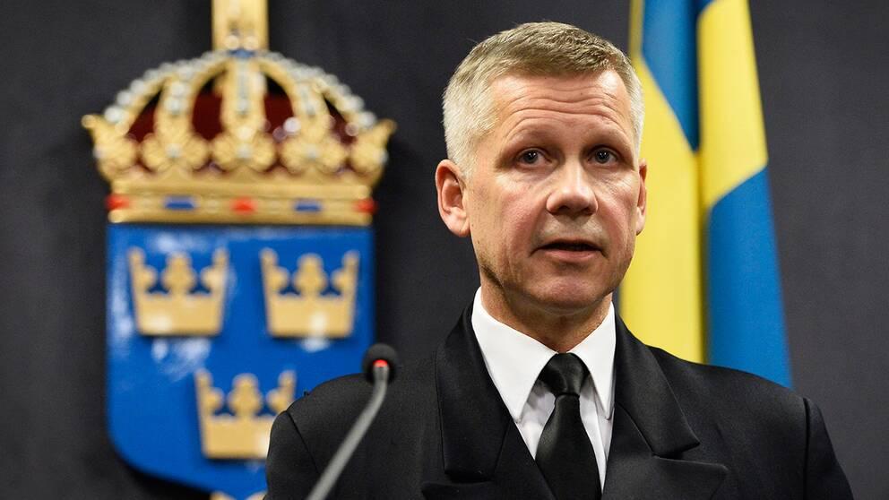 Kommendör Jonas Wikström vid försvarsmaktens presskonferens med anledning av misstänkt underrättelseverksamhet i Stockholms skärgård.