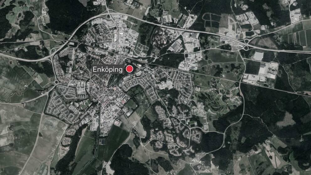 Kvinnan greps i Romberga, Enköping.