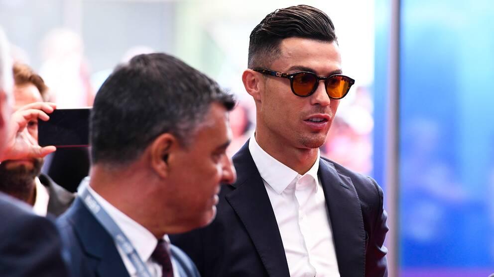 Cristiano Ronaldo inför en match i Champions League.