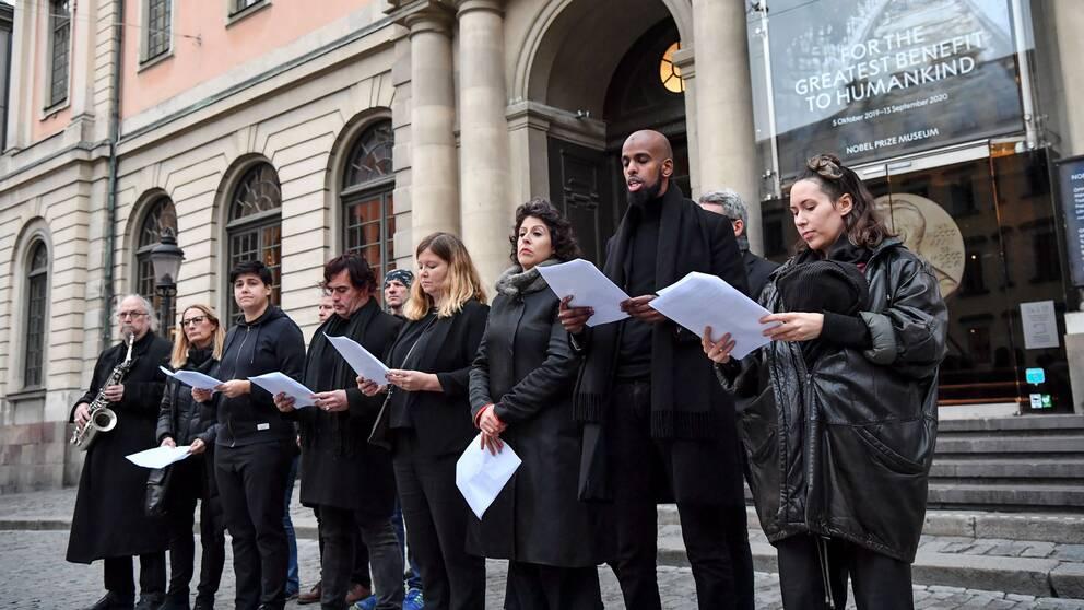 Performance utanför Börshuset i Stockholm.