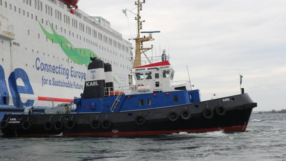 Bogserbåt hjälper Stena Line