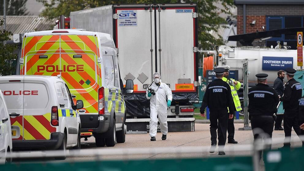 De 39 döda hittades i en lastbil i ett industriområde utanför London.