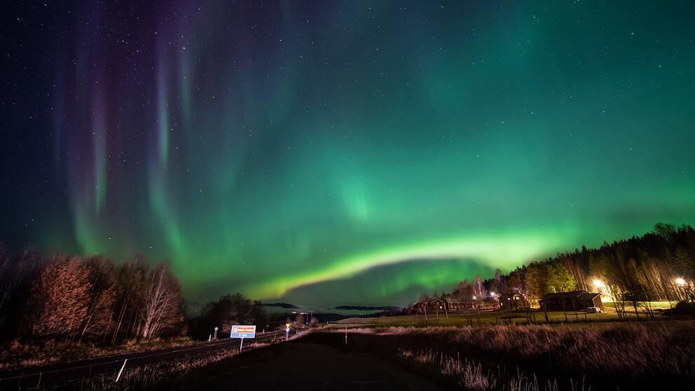 Vackert fotograferat norrsken i Österede, Jämtland.