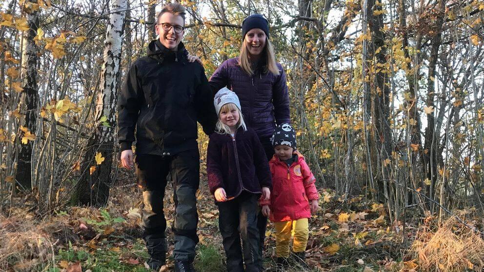 Lovisa Jacobsson, Johan Nilsson och deras två barn Iris och Elmer har de senaste åren valt att spendera både sommar-och vintersemester på hemmaplan.