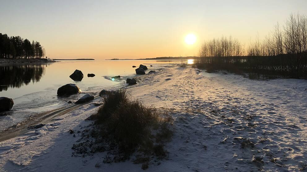 Söndagsväder vid Tjuvholmssundet, Luleå