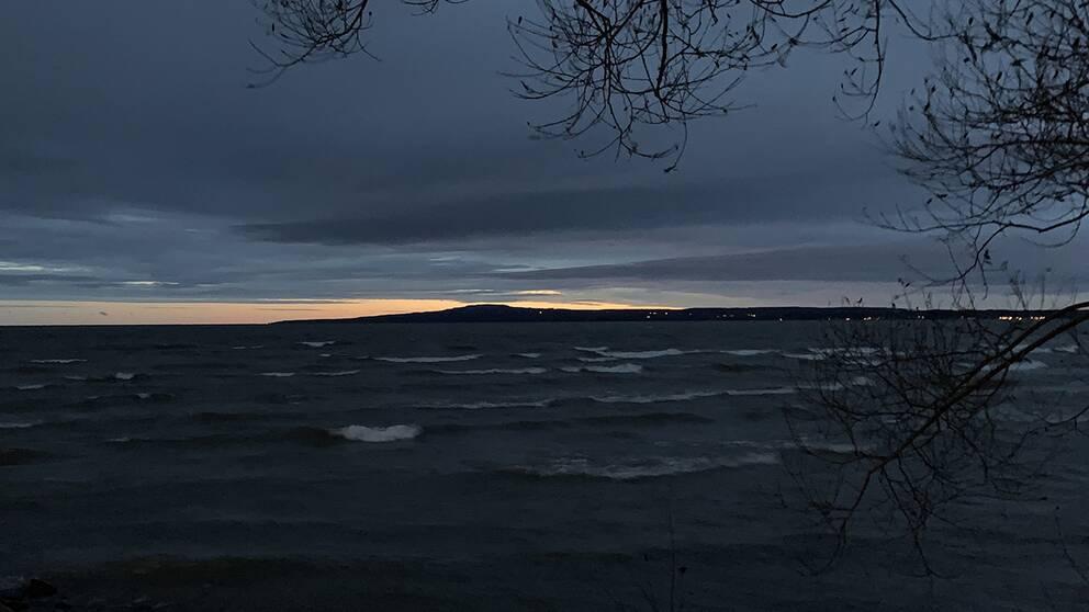Kinneviken, Lidköping Västergötland med Kinnekulle i bakgrunden. 4/11 kl. 07:00