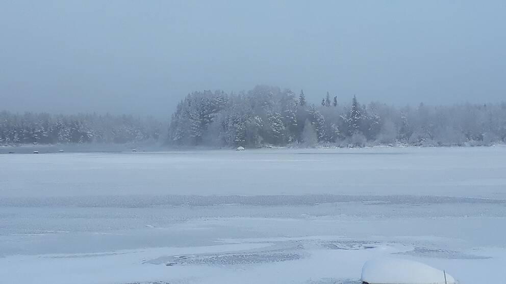 Jokkmokk Lappland. Lilla Luleälv måndag morgon 4/11.17 grader kallt.