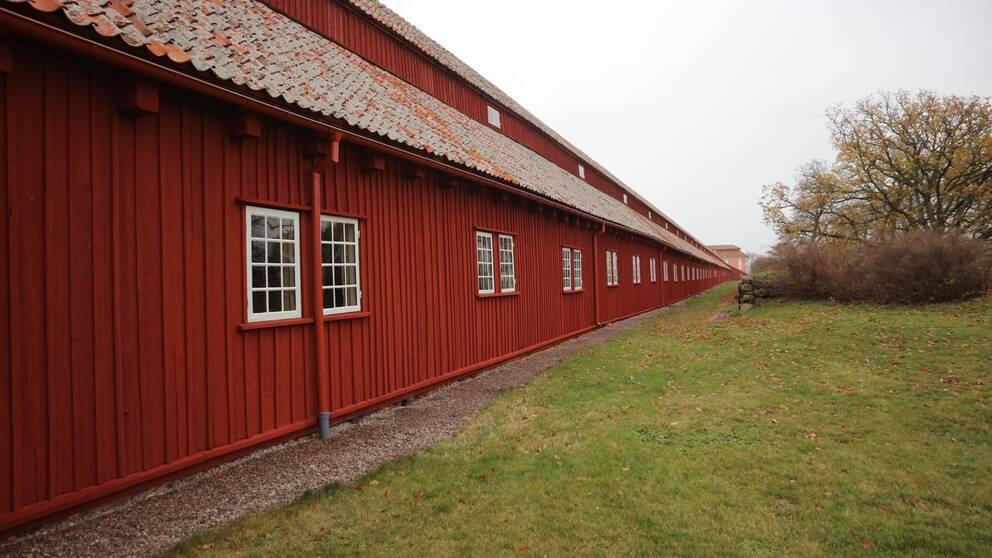 repslagarbana, lång rödmålad träbyggnad på 300 meter