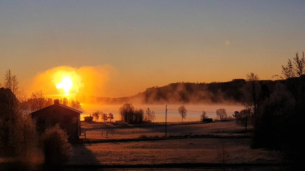 Mäktig soluppgång från köksfönstret i Börtnan, Jämtland -17° 191103.