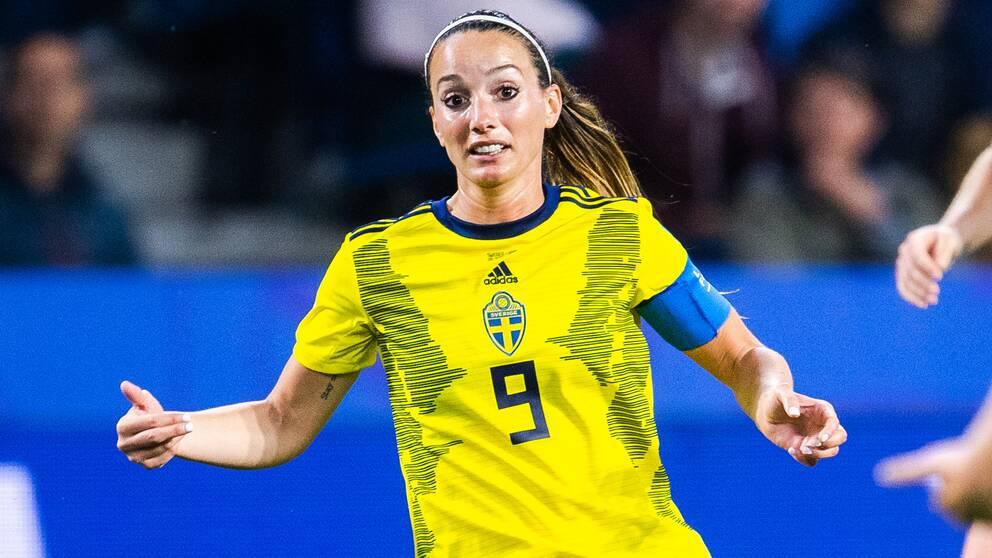 Asllani under VM-mötet med USA i juni.