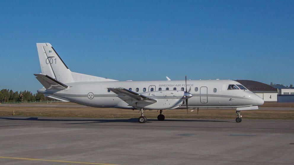 Försvarsmakten använder sedan 2004 det före detta regeringsflygplanet (Saab 340) utrustad med specialkamera för att fotografera militär och civil infrastruktur, enligt avtalet Open Skies.