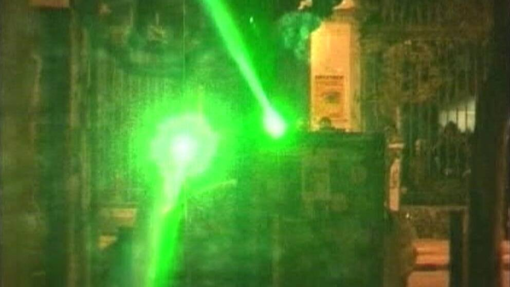 Greps efter laserattack mot vaktare