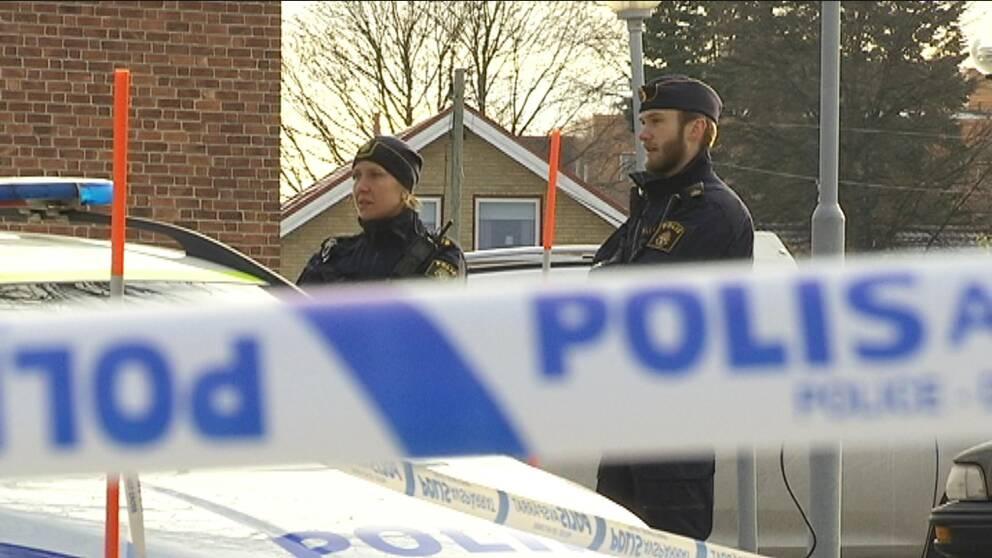 Totalt fyra personer är nu misstänkta för delaktighet i mordet på Skönsmon i Sundsvall natten mot den 7 november.