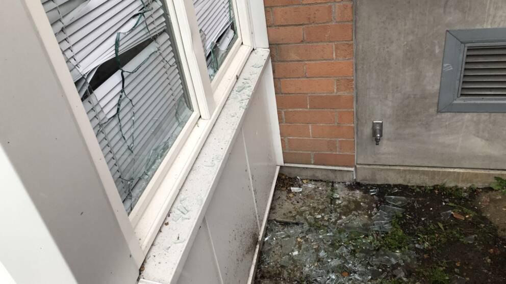 Krossade fönster i Rönninge