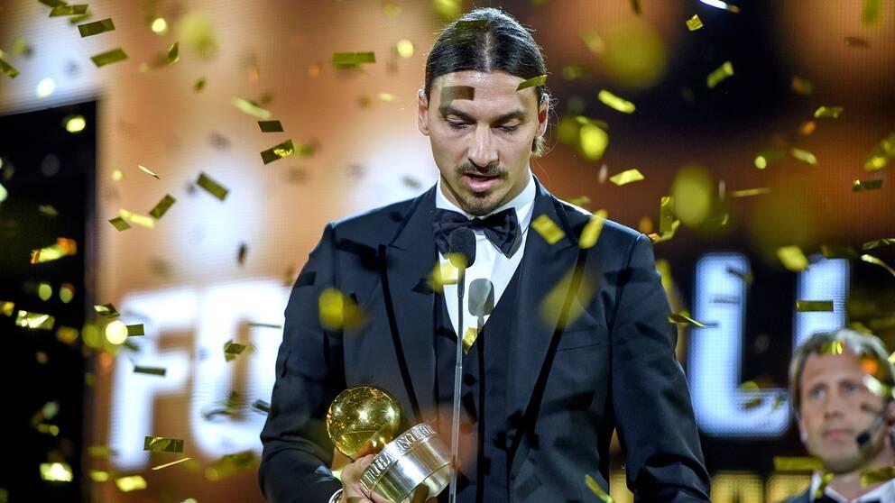 Zlatan tilldelas Guldbollen 2014.