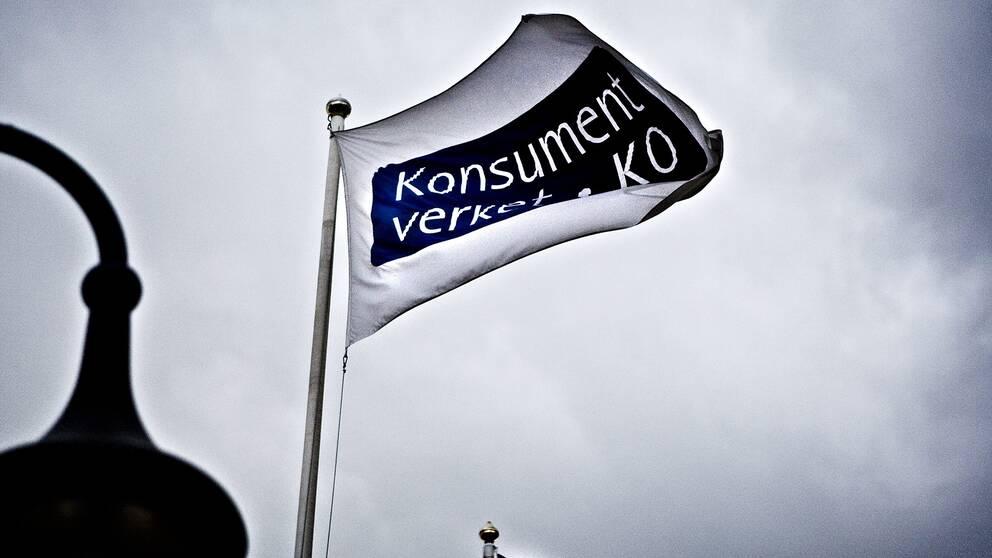 Flagga KO och konsumentverket.