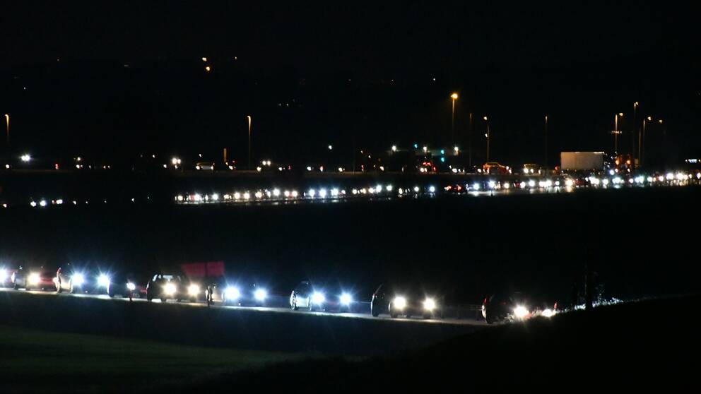 Långa köer på väg 11 i riktning mot Simrishamn.