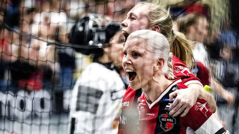 Anna Wijk skrika ut sin glädje.