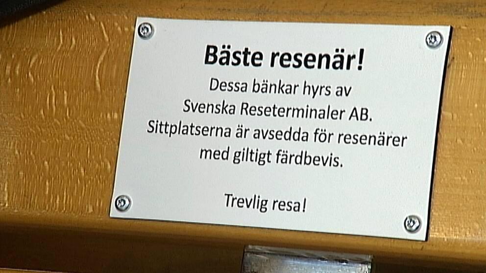 Fastighetsägaren Jernhusen har tröttnat på att Linköpings järnvägsstation blivit en värmestuga för tiggare.