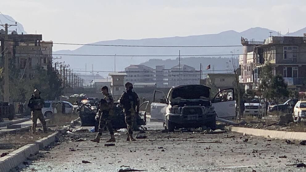Minst sju personer har dött och sju personer skadats i onsdagens bombdåd i Kabul.