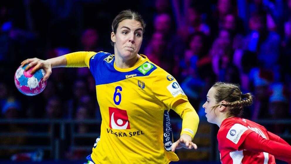 Carin Strömberg under EM-matchen mot Polen i december förra året.