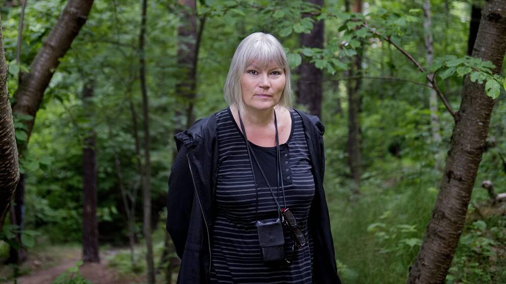 Anna-Lena Lodenius, expert på extremism, känner inte till något tidigare svenskt fall där dockor i snaror har hängts upp utanför kommunhus.