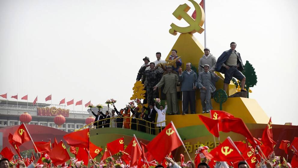 Med stora parader firades nyligen det kinesiska kommunistpartiets 70-årsdag.