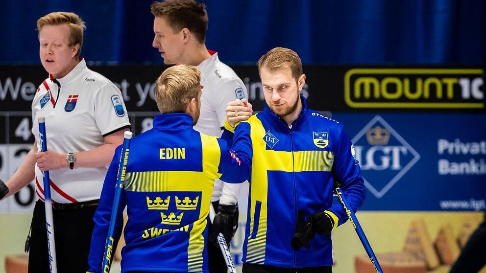 Niklas Edin och Rasmus Wranås Sverige vann den första EM-matchen.