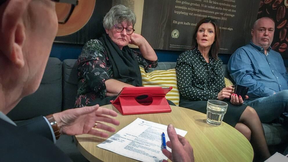 Arbetsmarknadsminister Eva Nordmark (S) samtalar med fackliga representanter i Gävleborg.