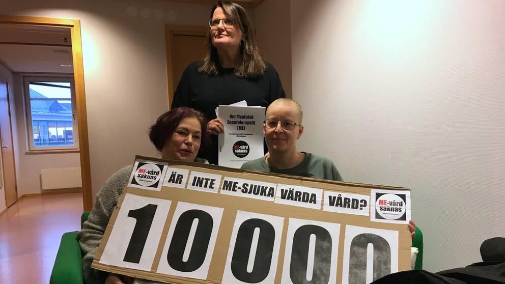 Under tisdagen lämnade protesten #MEvårdsaknas över en namnlista på 10000 personer till Region Västerbotten.