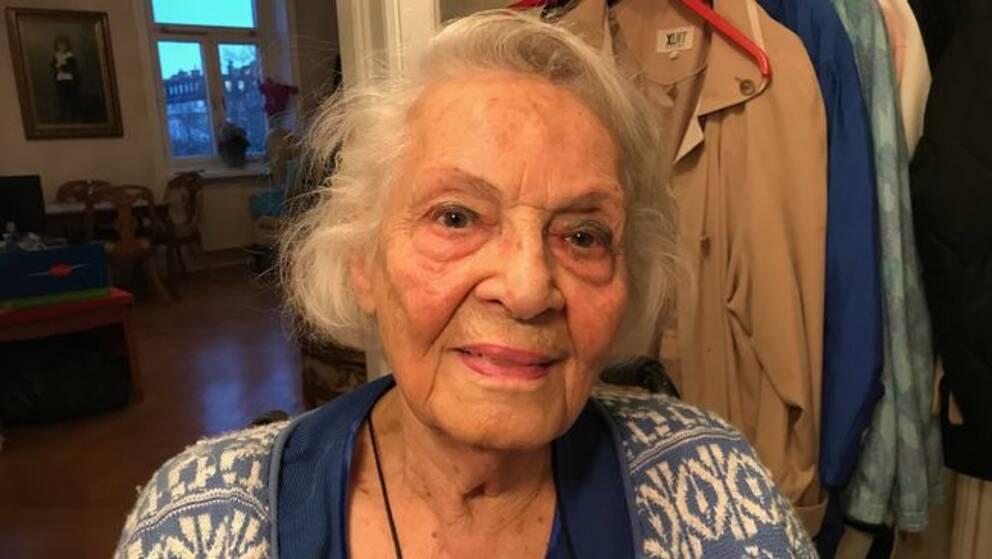 Porträtt på 89-åriga Gisela Odéen, som sitter i rullstol
