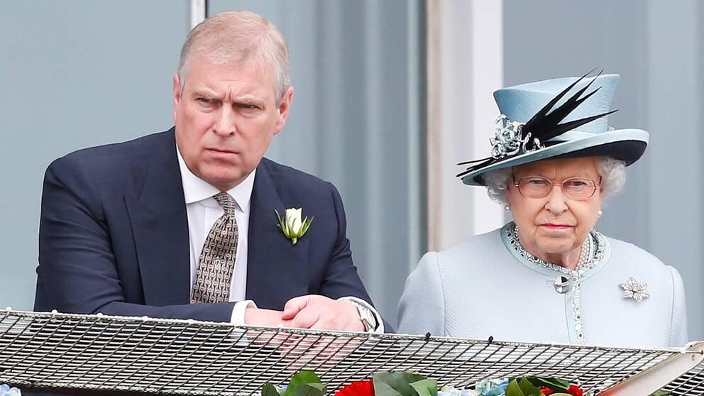 Drottning Elizabeth och prins Andrew.