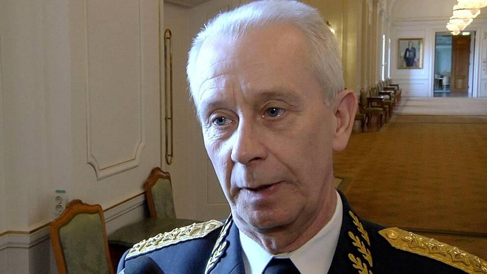 ÖB sverker Göransson vill inte att värnplikten återinförs. Han har andra förslag.