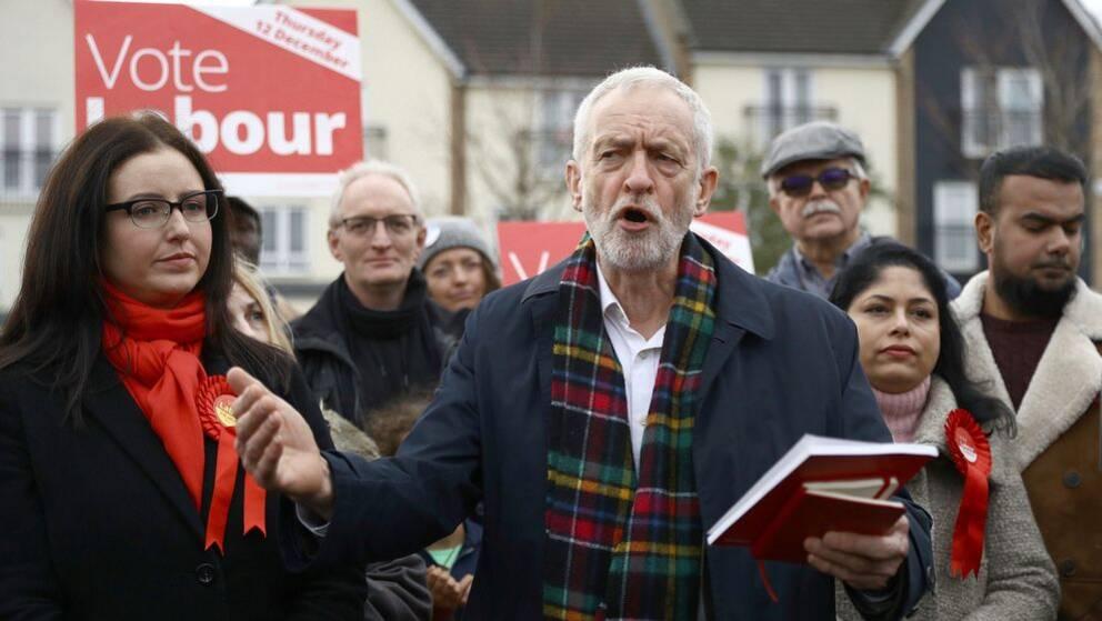 Labors partiledare Jeremy Crobyn och Laboranhängare vid en kampanjträff i Thurrock