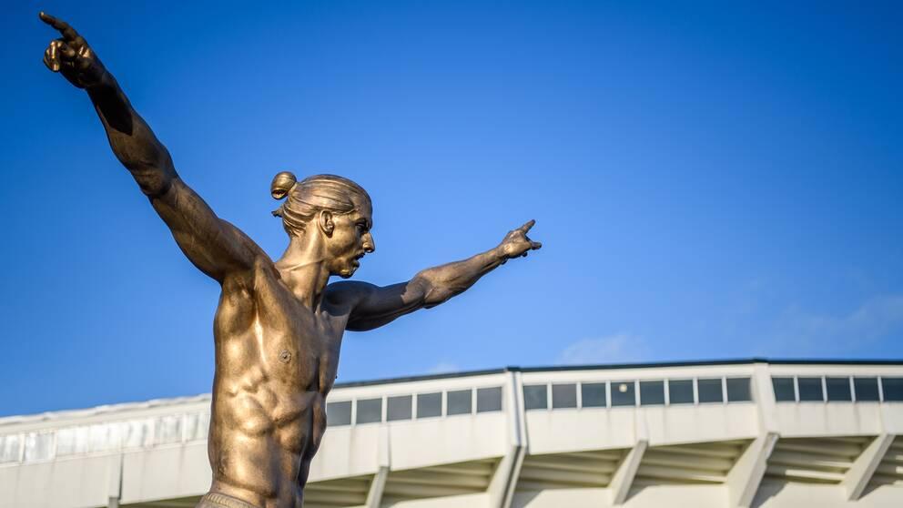 Sociala medier bubblar av kommentarer om Zlatan – många ifrågasätter nu statyn i Malmö.