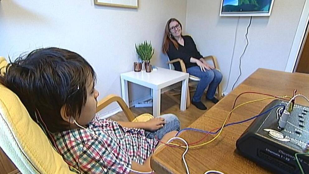 Att träna hjärnan med dataspel kan bli en framtida behandlingsmetod för personer med ADHD. En pågående forskningsstudie på Karolinska Institutet kan bli avgörande. En psykolog i Norrköping hoppas att det ska slå igenom.