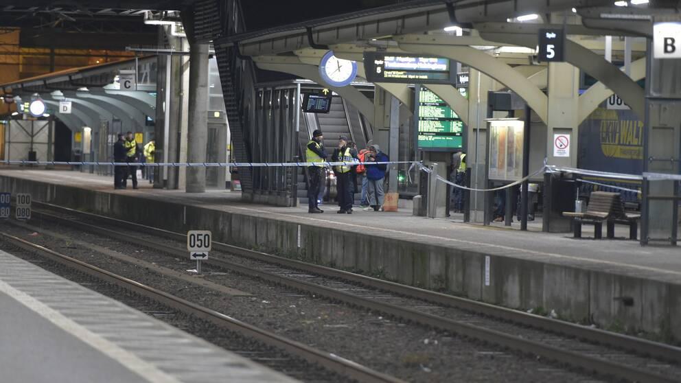 Polisens avspärrning vid centralstationen i Lund.