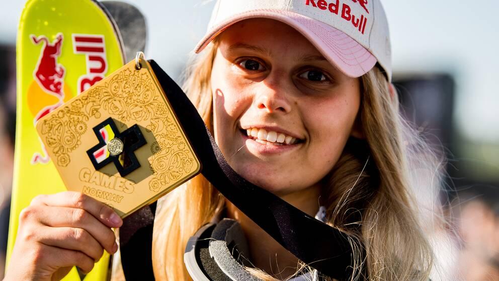 Jennie-Lee Burmansson med en guldmedalj från X-Games i maj förra året.