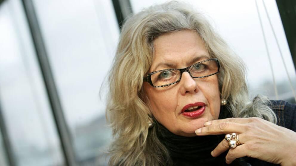 Marianne Lindberg De Geer hoppar av utställningen på Jamtli, efter att den kontroversielle konstnären Lars Vilks blivit portad.