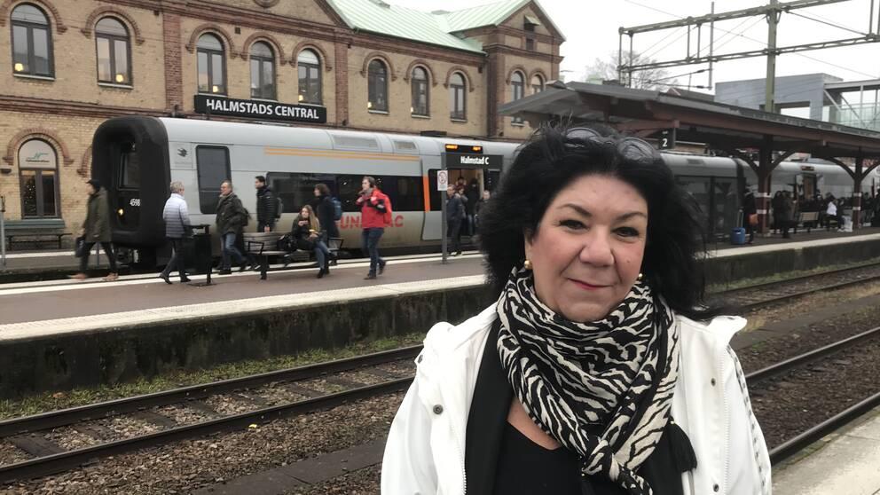 Yasmine Möllerström Henstam, kommunikationschef på Hallandstrafiken.