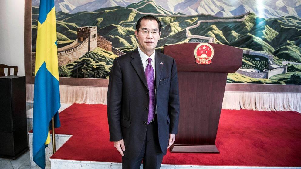 Kinas ambassadör i Sverige, Gui Congyou kritiseras för påverkansförsök mot svenska medier och är uppkallad till UD.