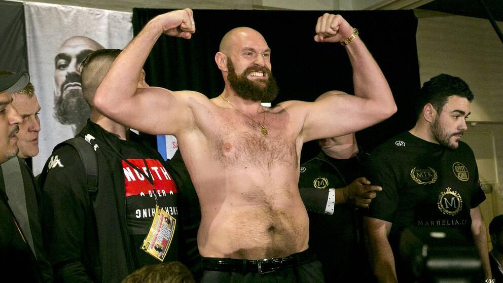 Världsstjärnan Tyson Fury bryter med sin tränare – bara två månader före en av karriärens största matcher.