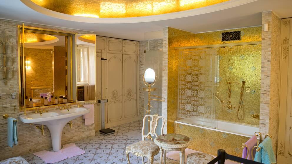 Familjen Ceaușescus residens Vårpalatset, med bland annat badrum i guld och mosaikutsmyckningar, är öppet för allmänheten sedan 2016.