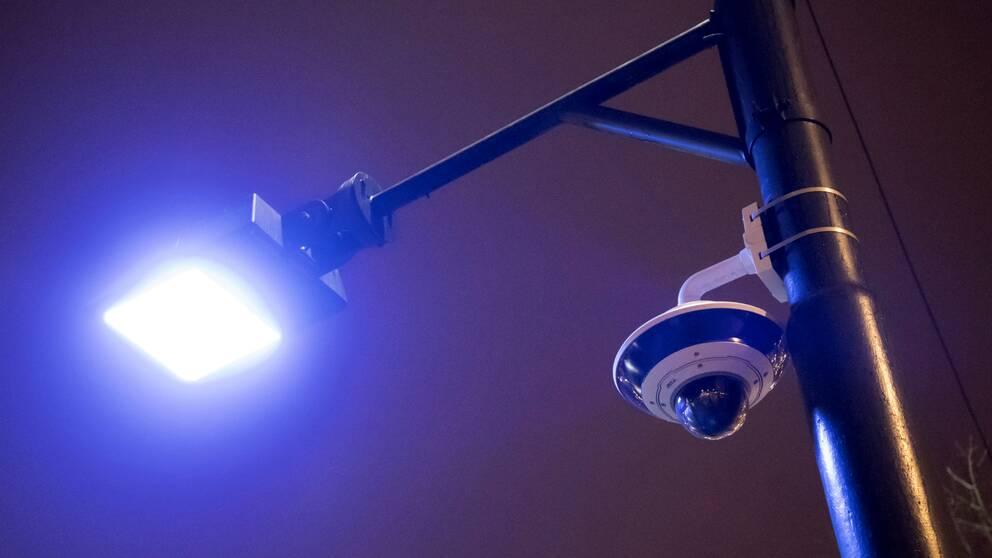 Nio av tio är positiva till övervakningskameror. Det visar en rapport från Ekonomihögskolan i Lund.