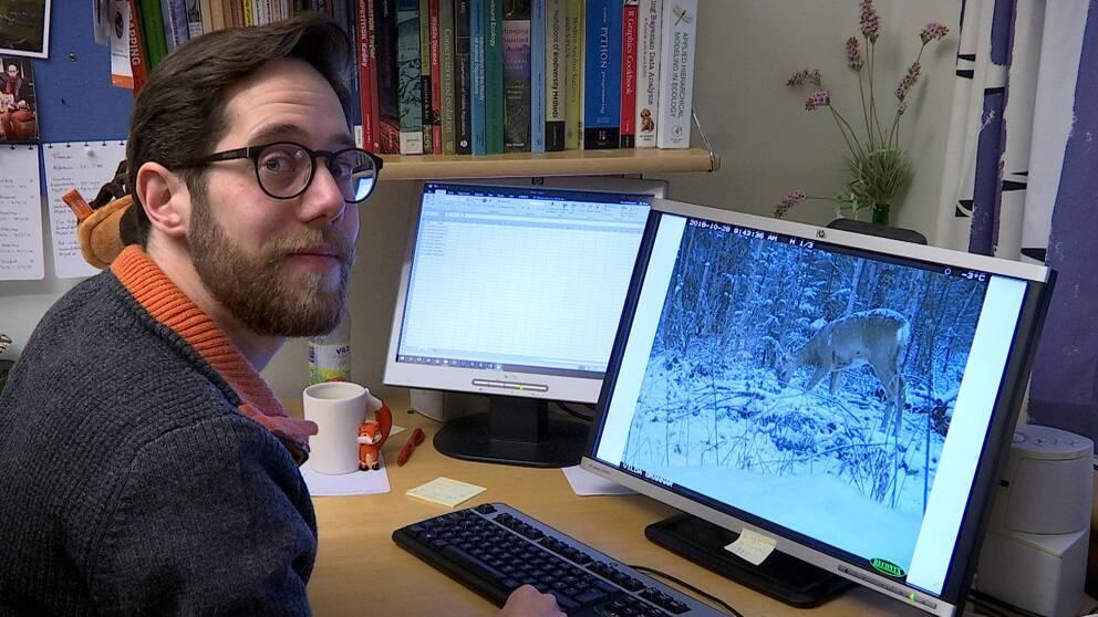 Tim Hofmeester med en av alla 10000 bilder han fått in.