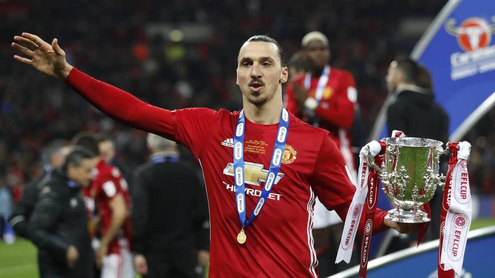 Zlatan firar efter att ha vunnit engelska ligacupen med Manchester United i februari 2017.