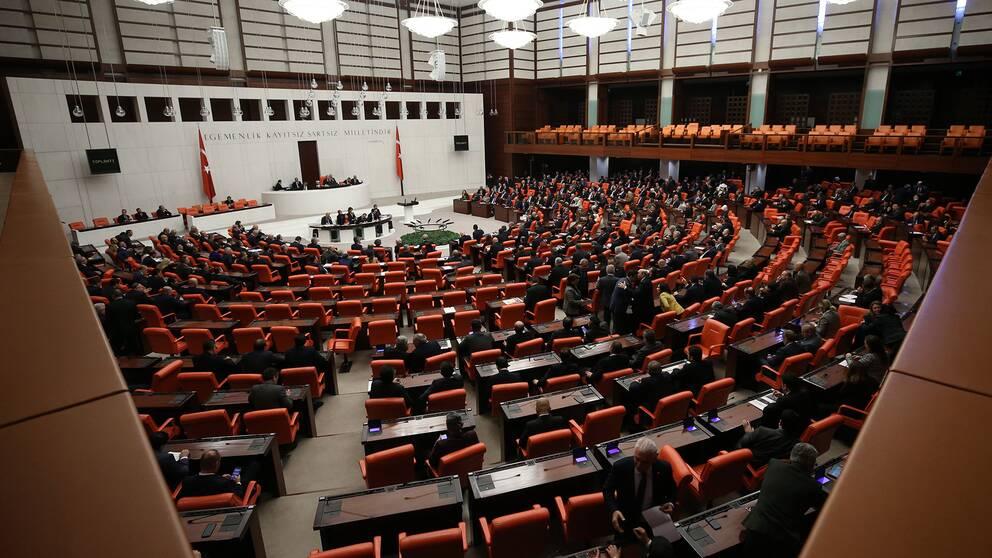 Turkiets parlament röstar om att skicka soldater till Libyen för strid.