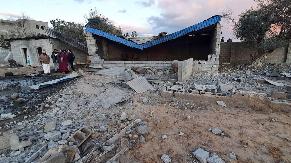 Skador efter vad som uppges vara ett flyganfall i förorten Tajoura i Libyens huvudstad Tripoli 29 december 2019.
