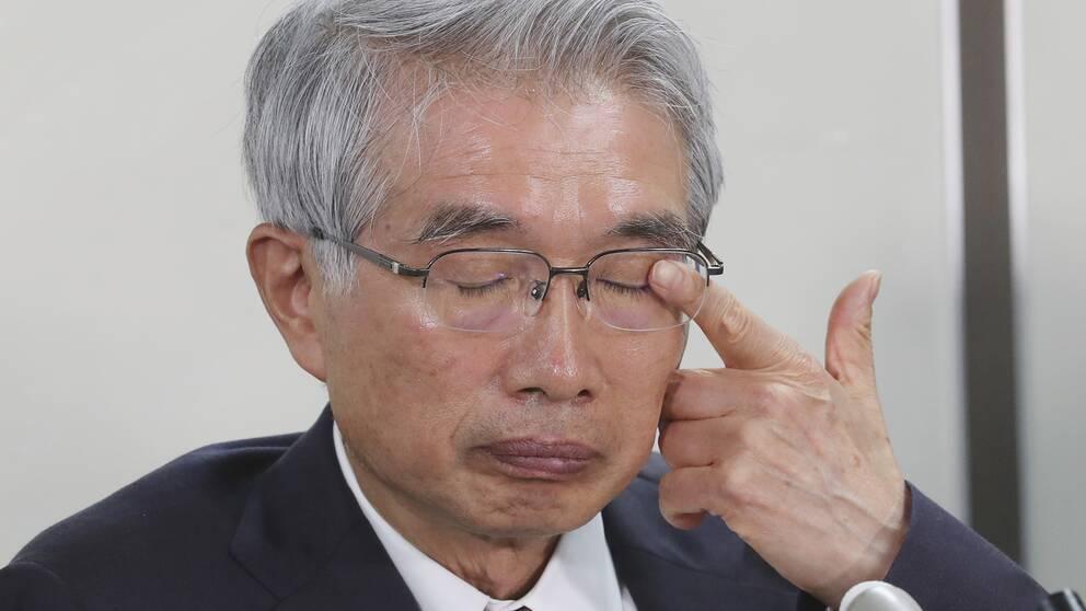 """""""Vi har tagits på sängen helt och hållet. Jag är förstummad"""", sa Junichiro Junichiro Hironaka till reportrarna kort efter hans klients landsflykt. Bilden är tagen från en presskonferens tidigare i höstas."""